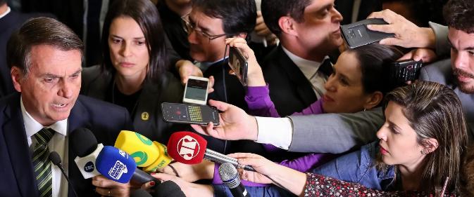 Relançada pelo governo federal, cartilha sobre proteção de jornalistas vai na contramão do discurso do presidente Jair Bolsonaro