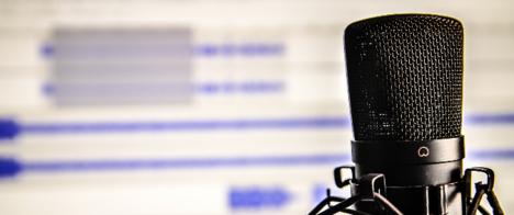 Quer aprender como fazer jornalismo investigativo para rádio e podcasts? Participe do 14º Congresso da Abraji