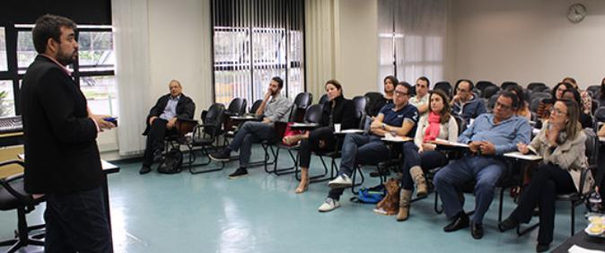 Curso gratuito para jornalistas em SP discute cenário político brasileiro