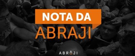 Manifestantes ocupam sede da Rede Bahia, em Salvador
