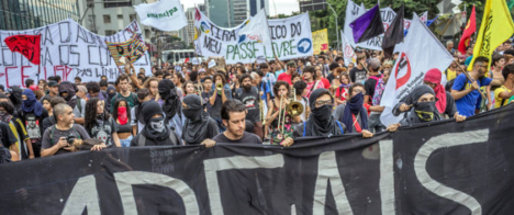 Jornalista da Énois é revistado pela PM a caminho de manifestação em SP