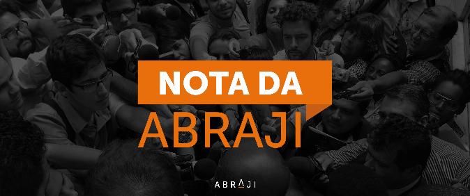 Jornalista da Ponte enfrenta obstáculo ao trabalho durante coletiva da SSP-SP