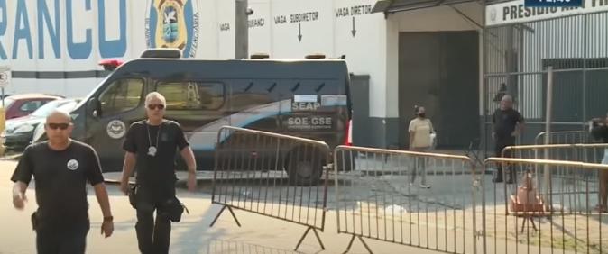 Agentes penitenciários agridem repórter cinematográfico no RJ